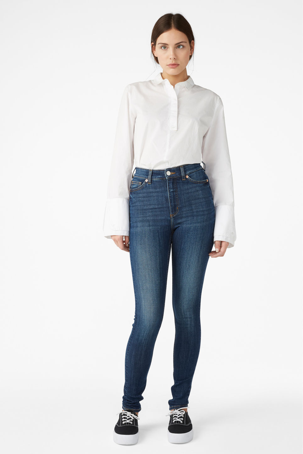 Model front image of Monki oki mid blue jeans in blue