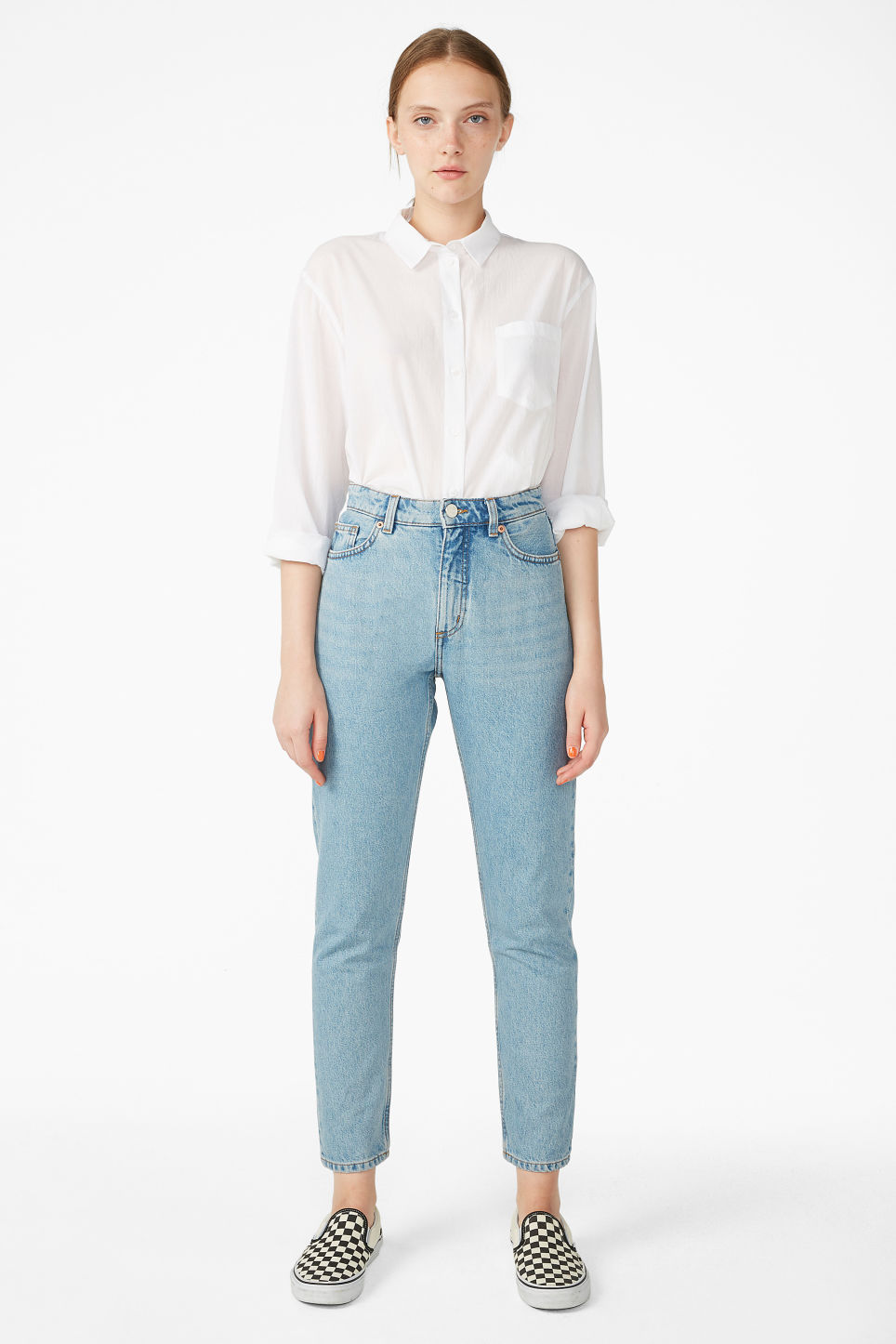 Model front image of Monki kimomo mid blue jeans in blue