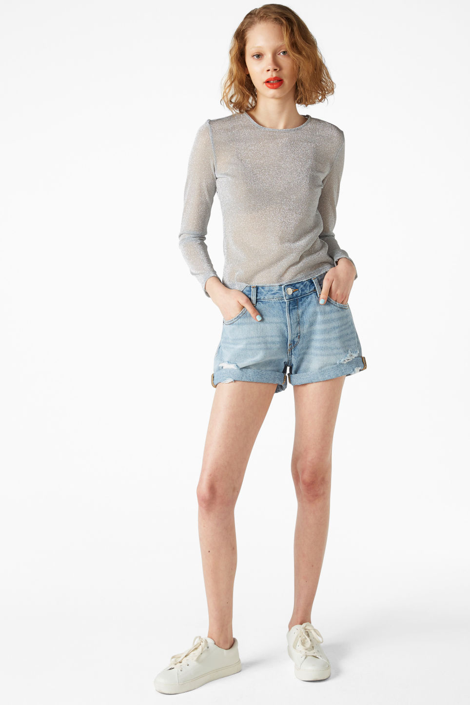 Model front image of Monki low waisted denim shorts in blue