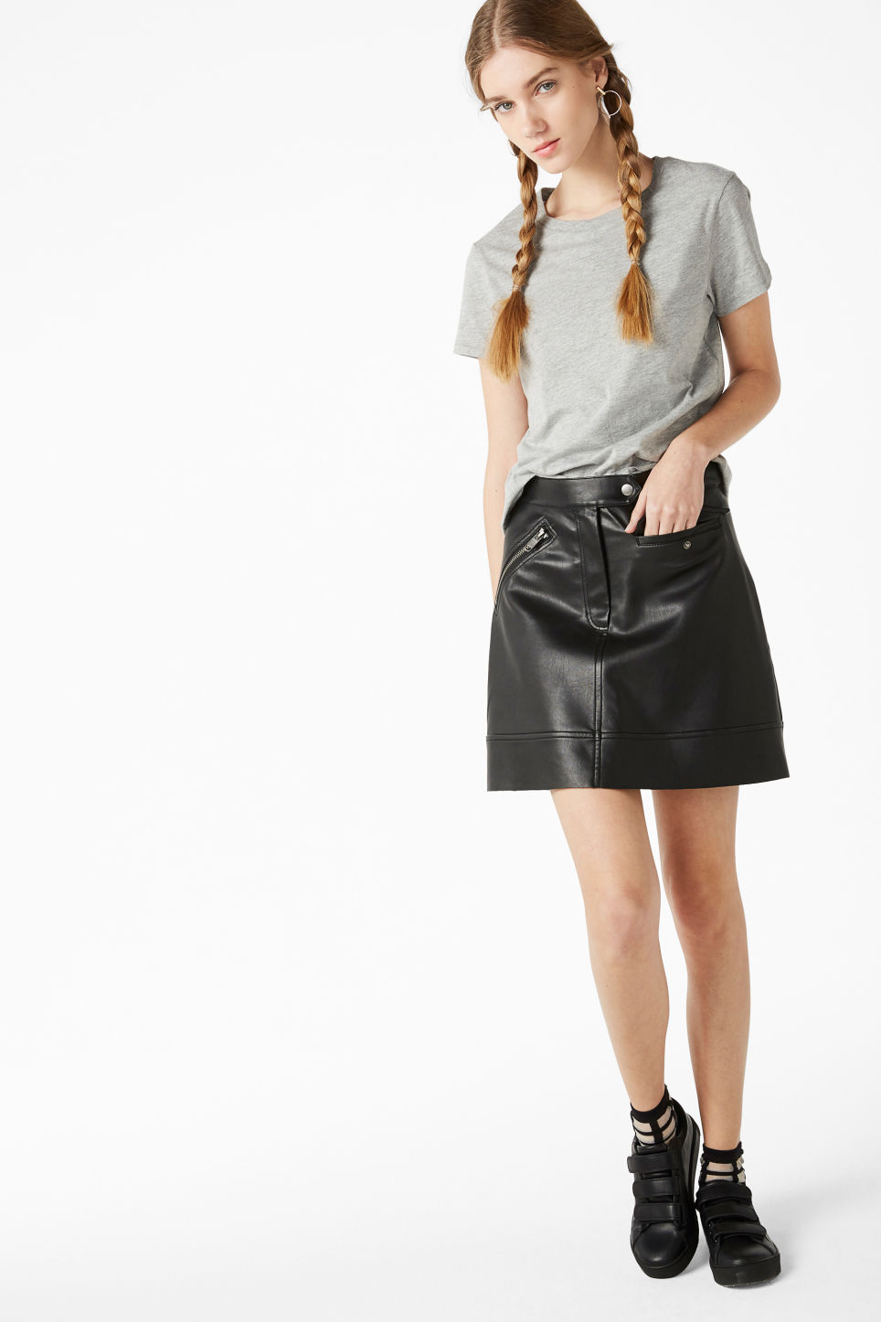 Model front image of Monki stretch cotton tee in grey