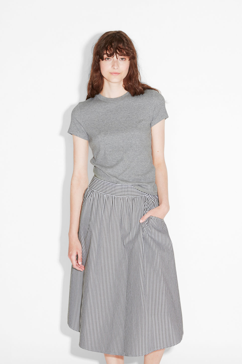 Model front image of Monki ribbed tee in grey