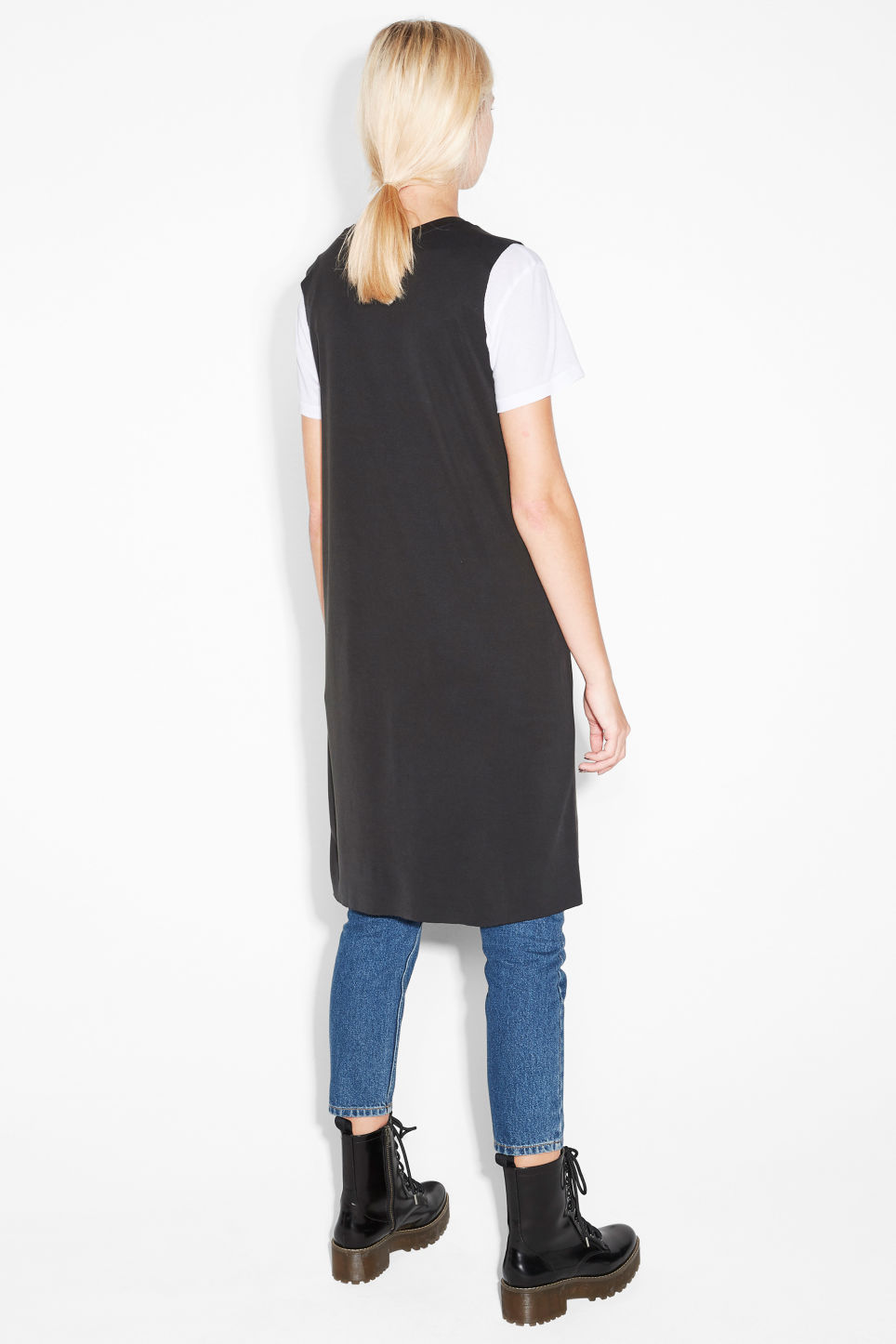 Model back image of Monki sleeveless dress in black