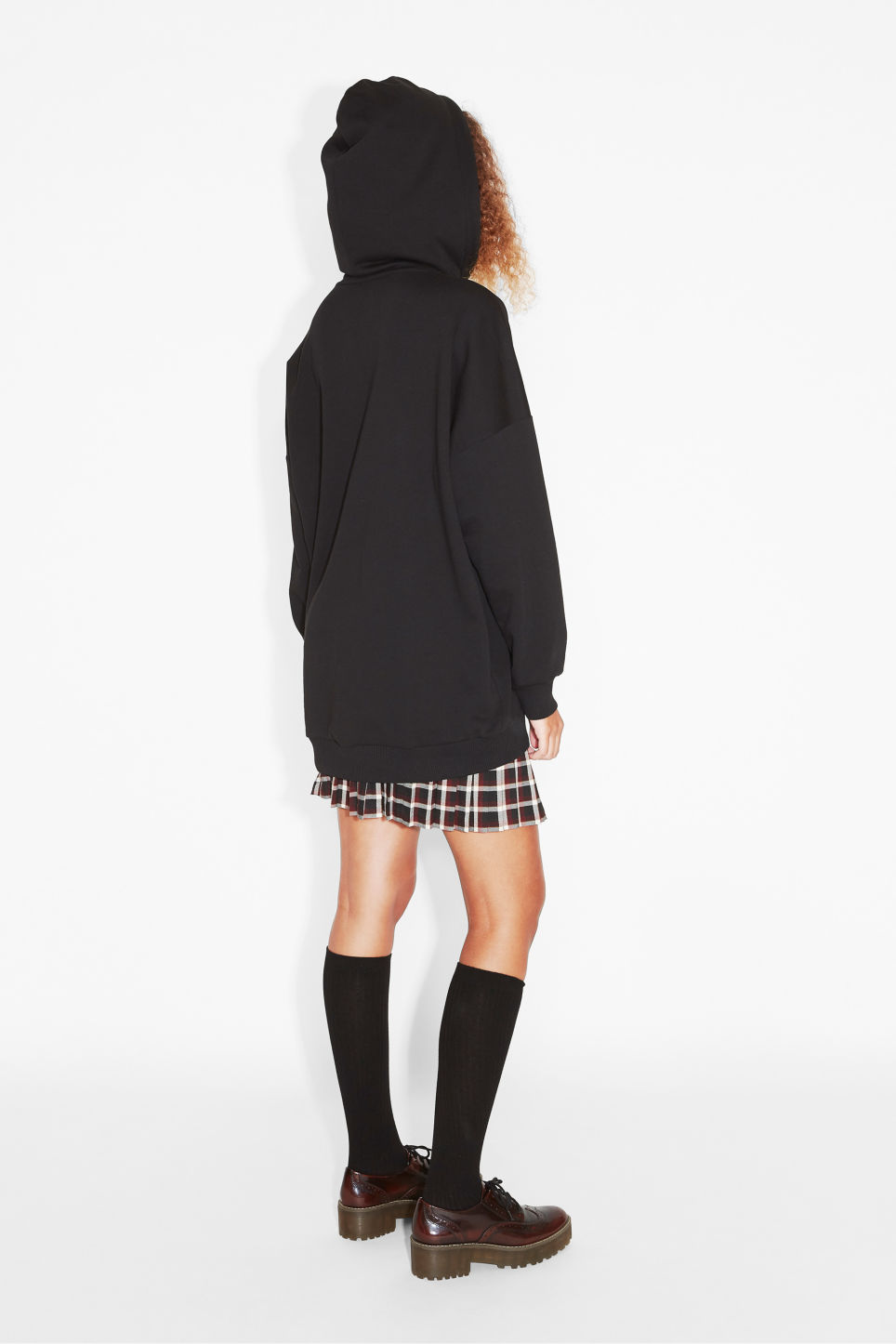 Model back image of Monki oversize hoodie in black