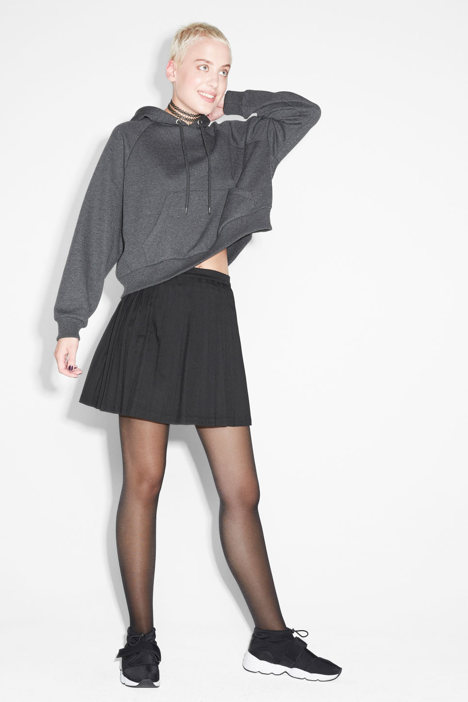 Model front image of Monki pleated mini in black