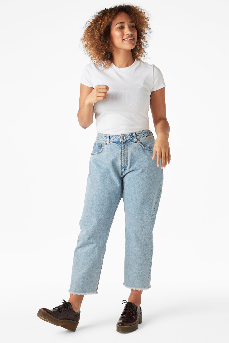 Model front image of Monki kyo jeans in blue