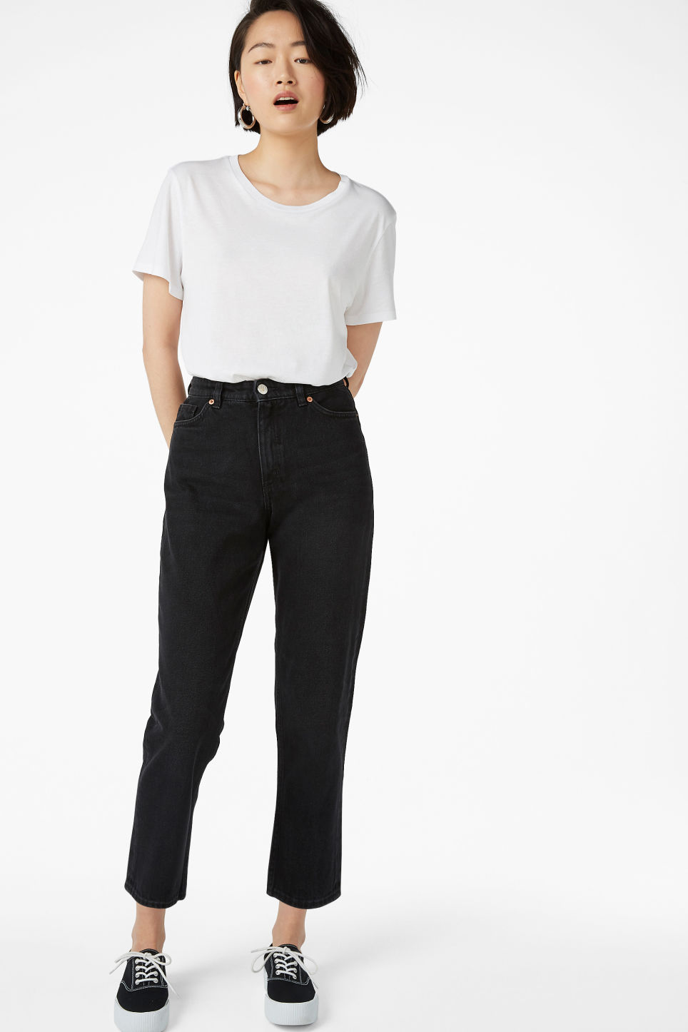 Model front image of Monki taiki jeans black in black