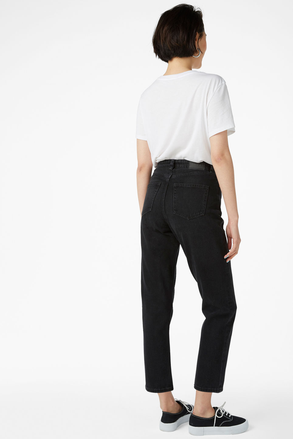 Model back image of Monki taiki jeans black in black