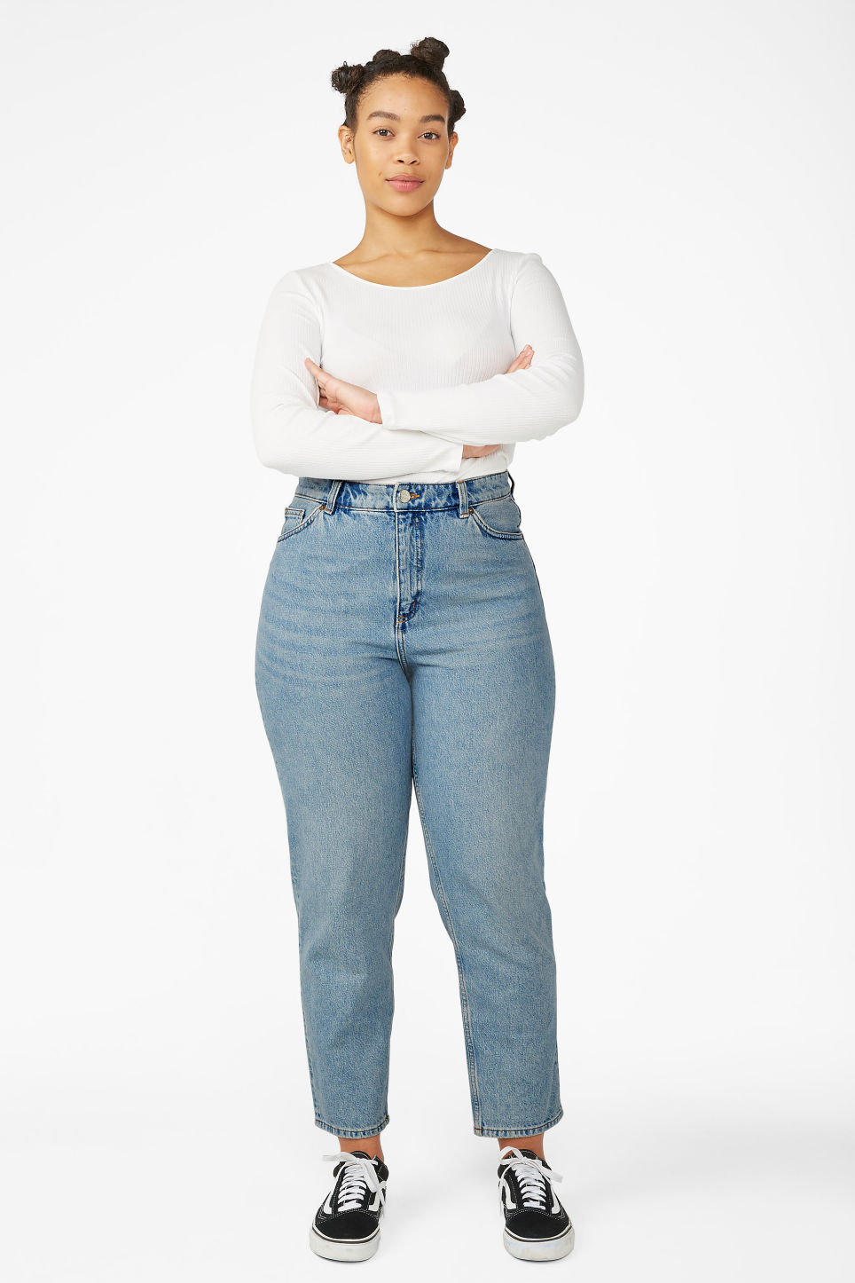 Model side image of Monki taiki jeans blue in blue