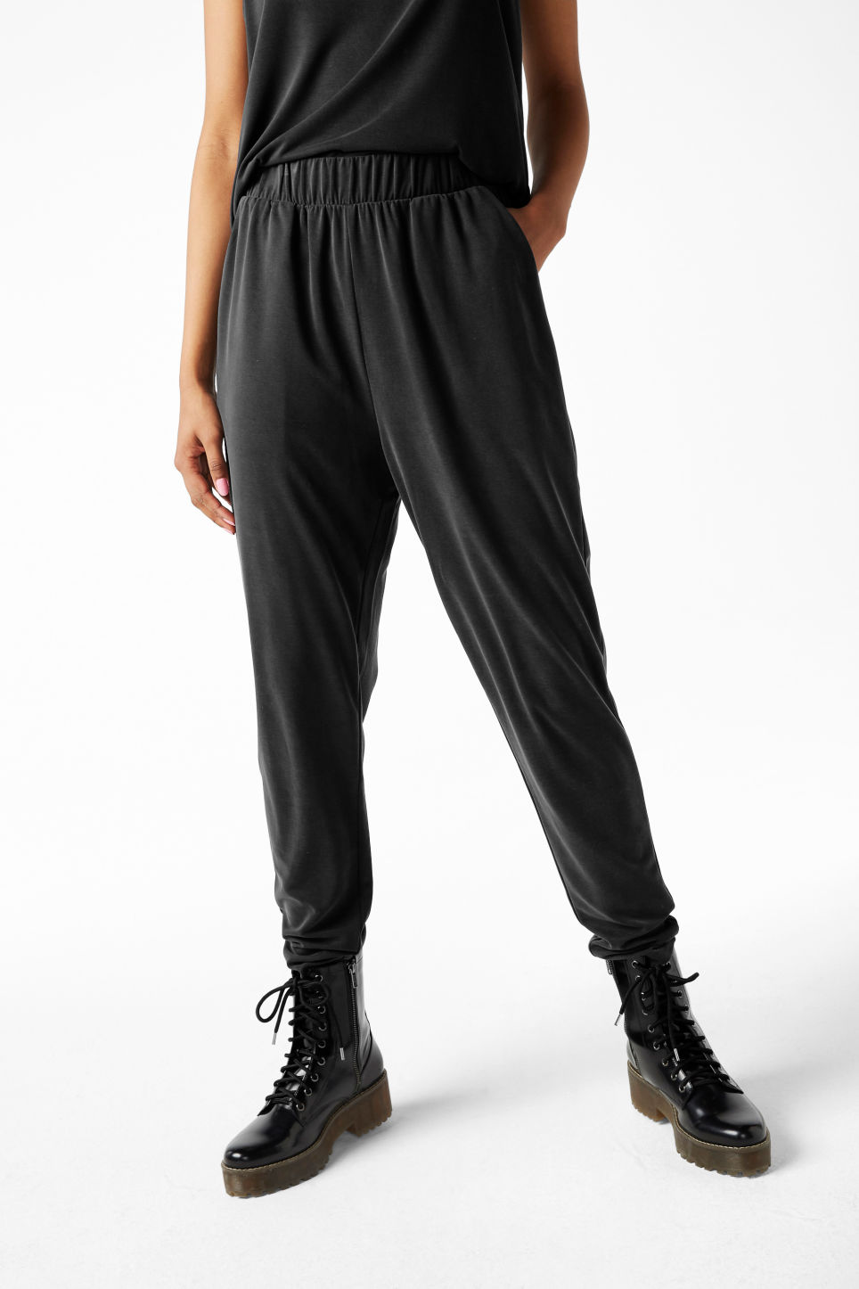 Model front image of Monki loungey trousers in black