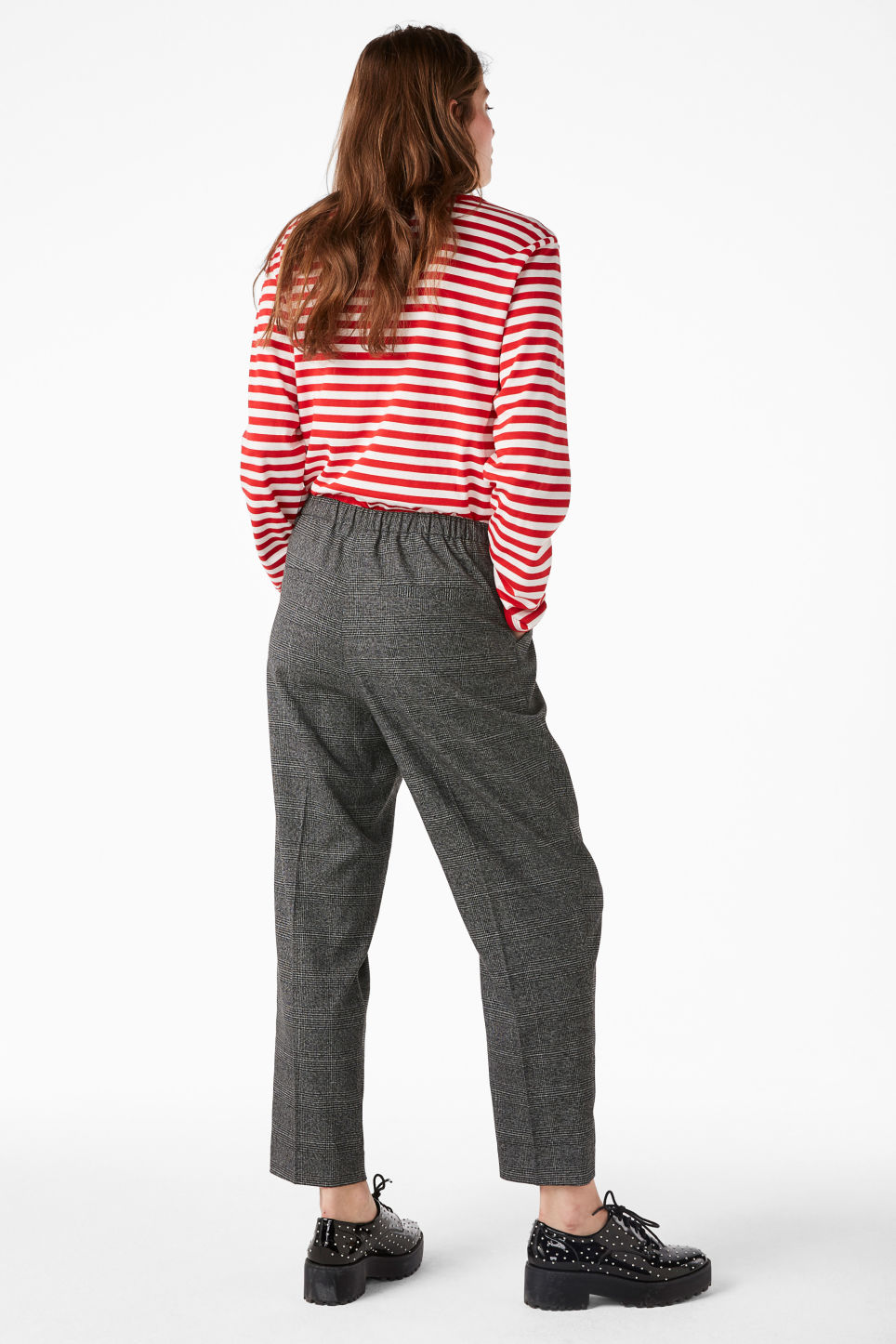 Model back image of Monki dressy trousers in grey