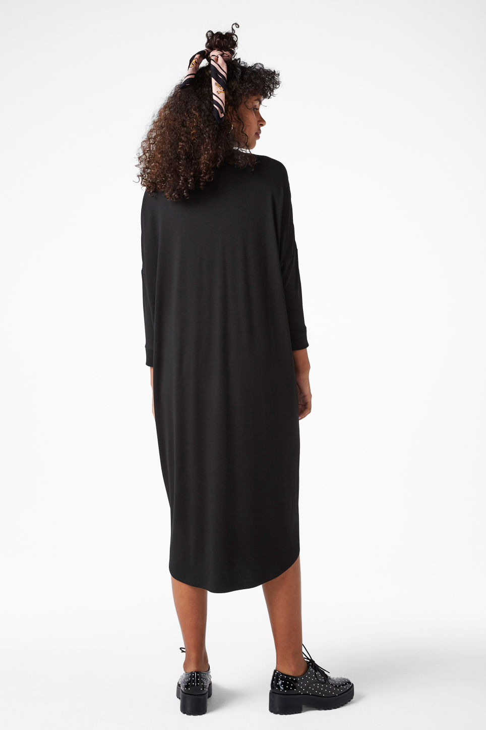 Model back image of Monki oversized dress in black