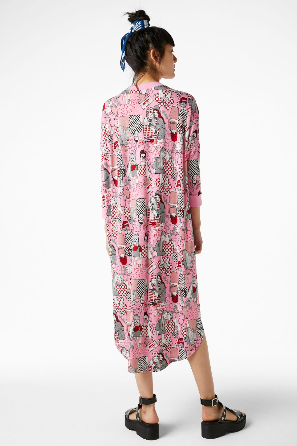 Model back image of Monki oversized dress in pink