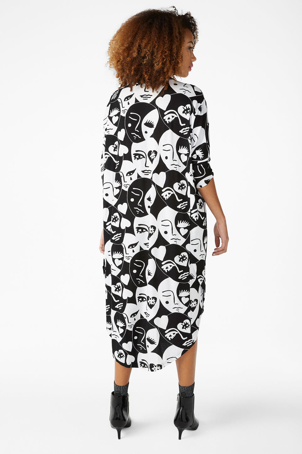 Model back image of Monki oversized dress in white