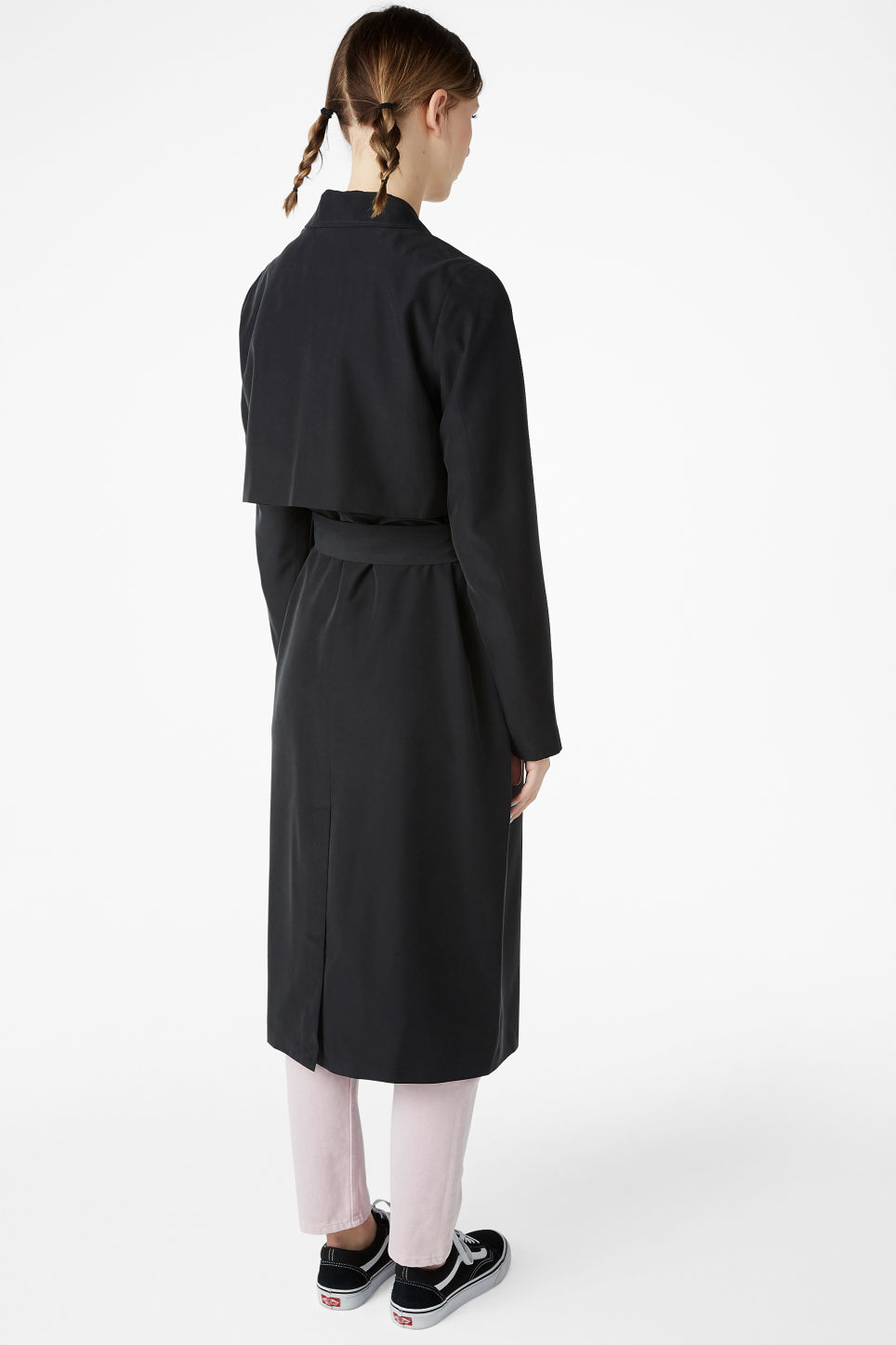 Model back image of Monki lightweight trench coat in black