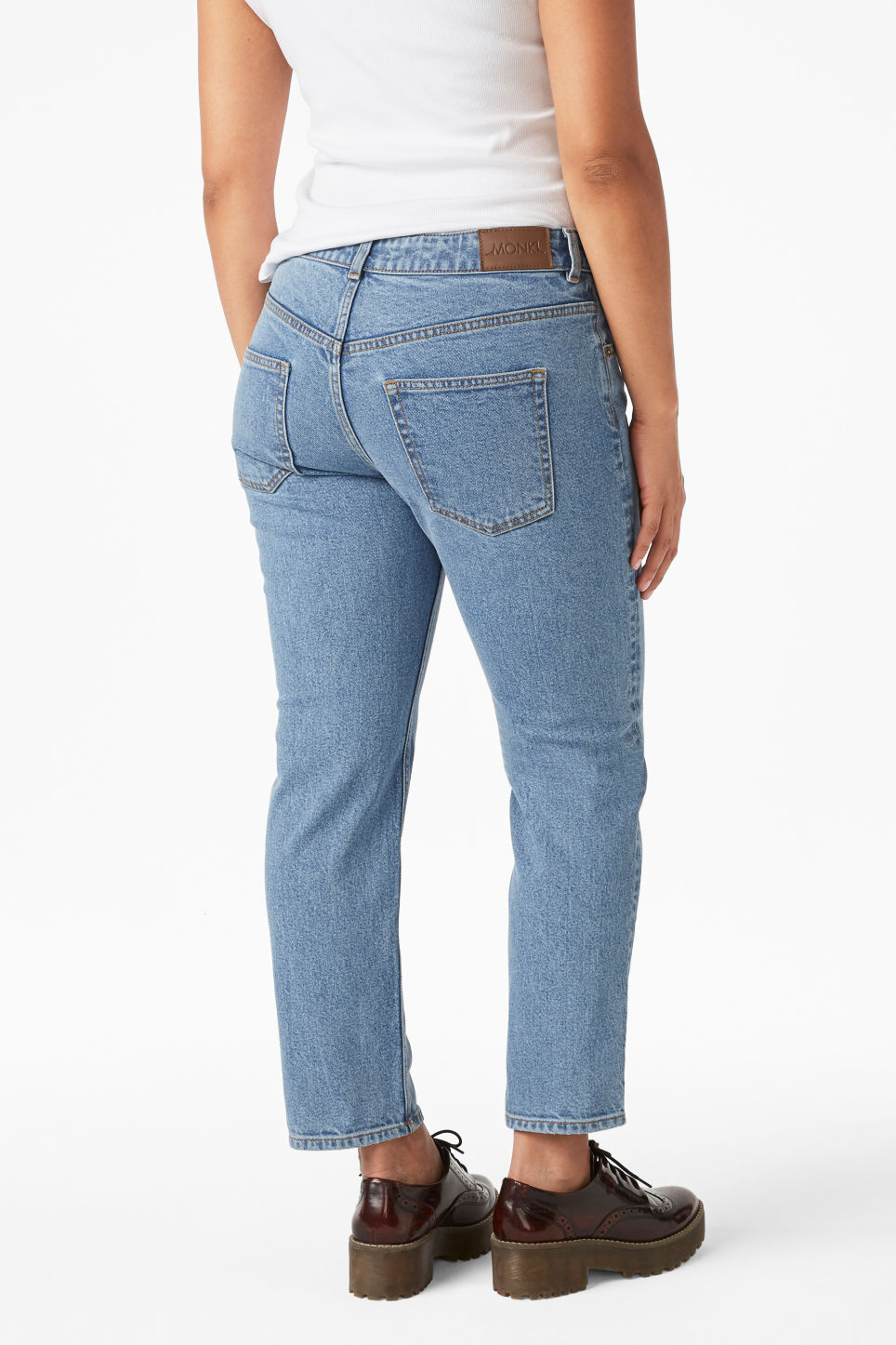 Model back image of Monki monokomi jeans in blue