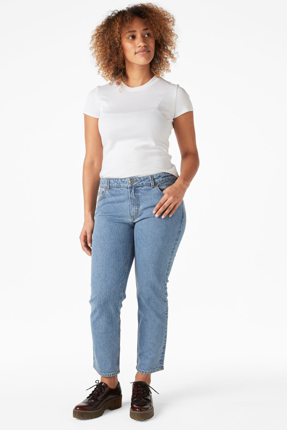Model front image of Monki monokomi jeans in blue