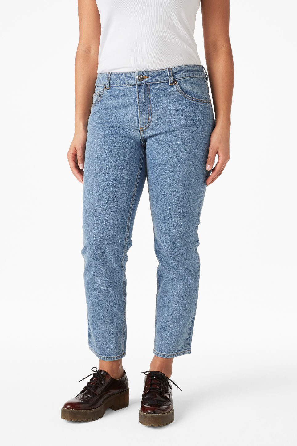 Model side image of Monki monokomi jeans in blue