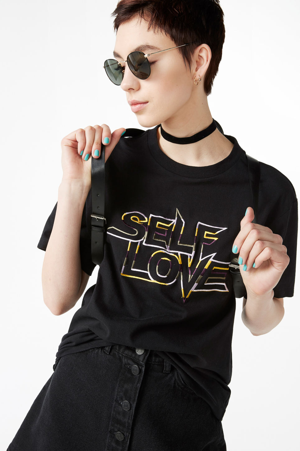 Model side image of Monki pilot sunglasses in black