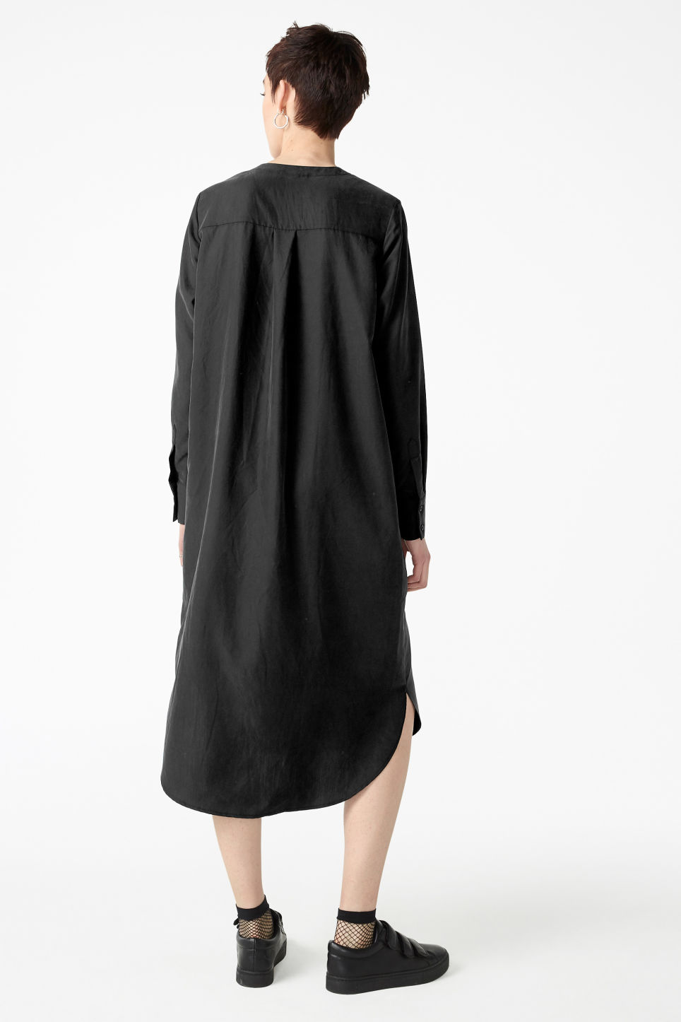 Model back image of Monki long sleeve dress in black