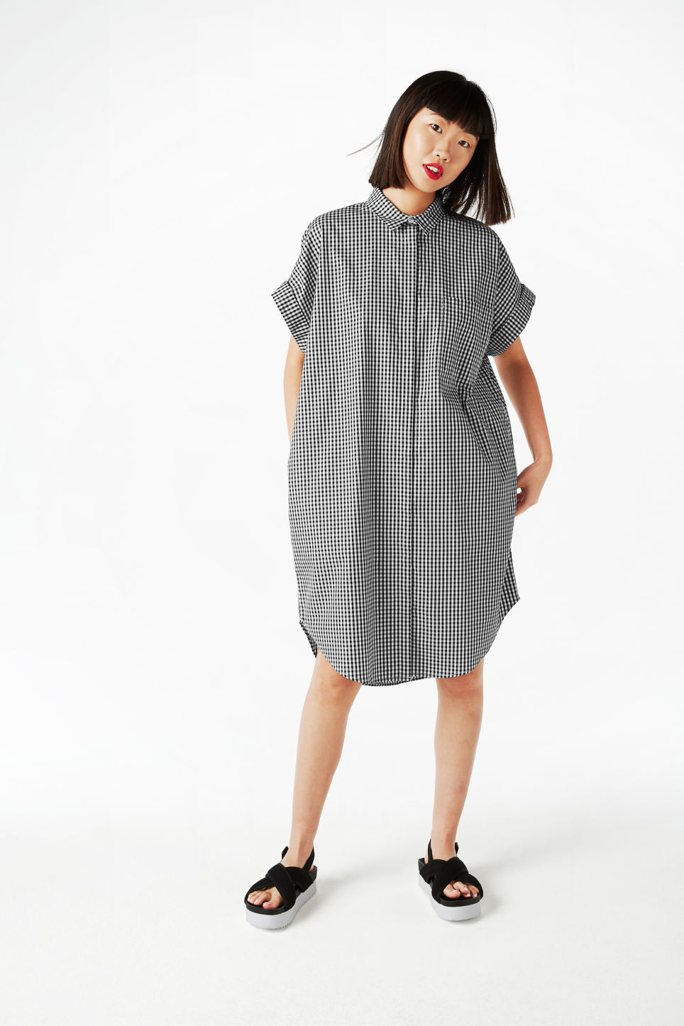 Model front image of Monki oversize shirt dress in black