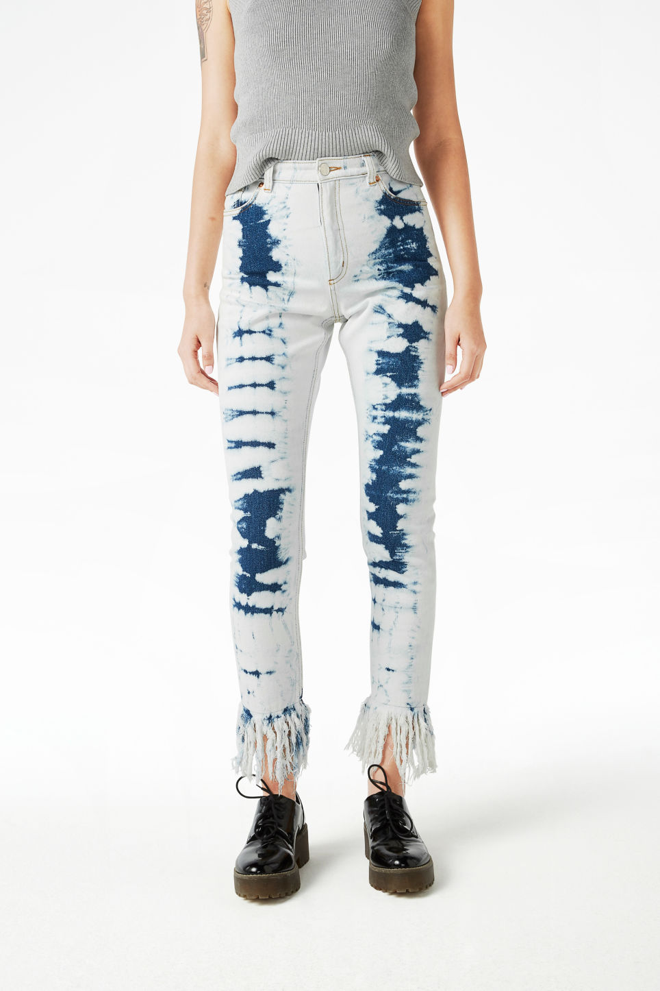 Model front image of Monki kimomo long fringe jeans in blue