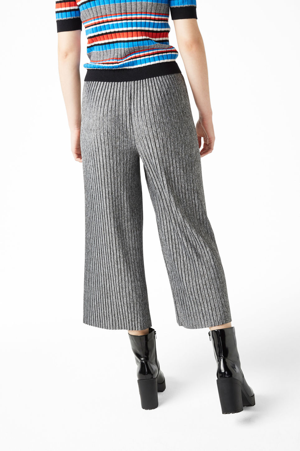 Model back image of Monki pleated palazzo trousers in grey