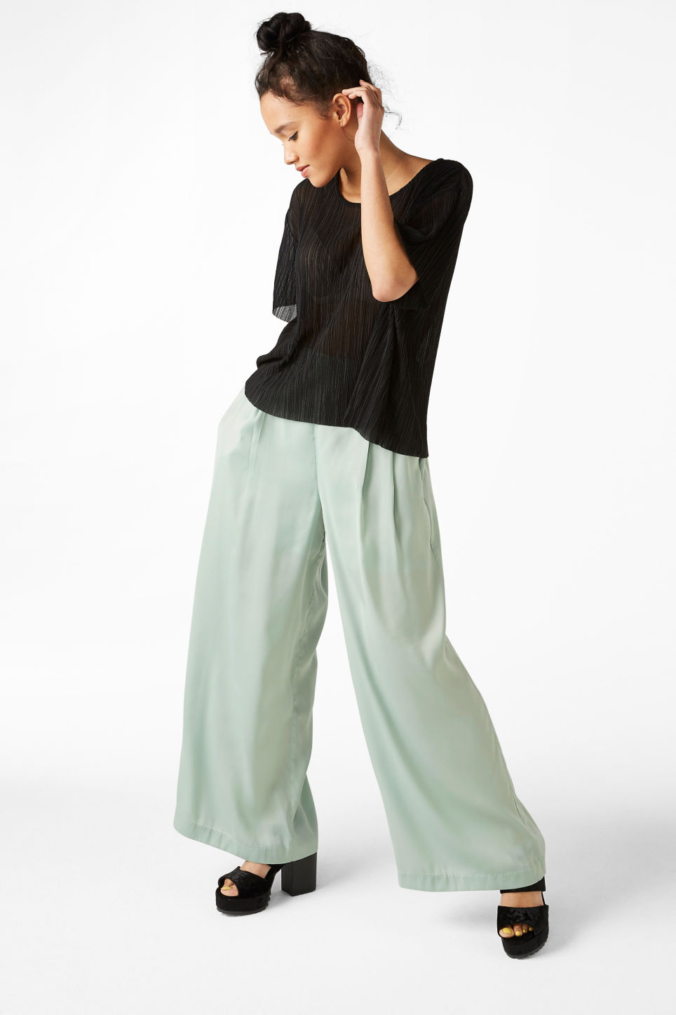 Model front image of Monki flowy party trousers in green