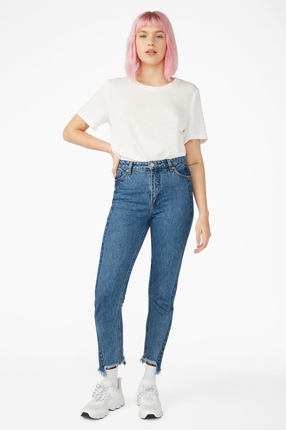 Model front image of Monki kimomo two shaded jeans in blue