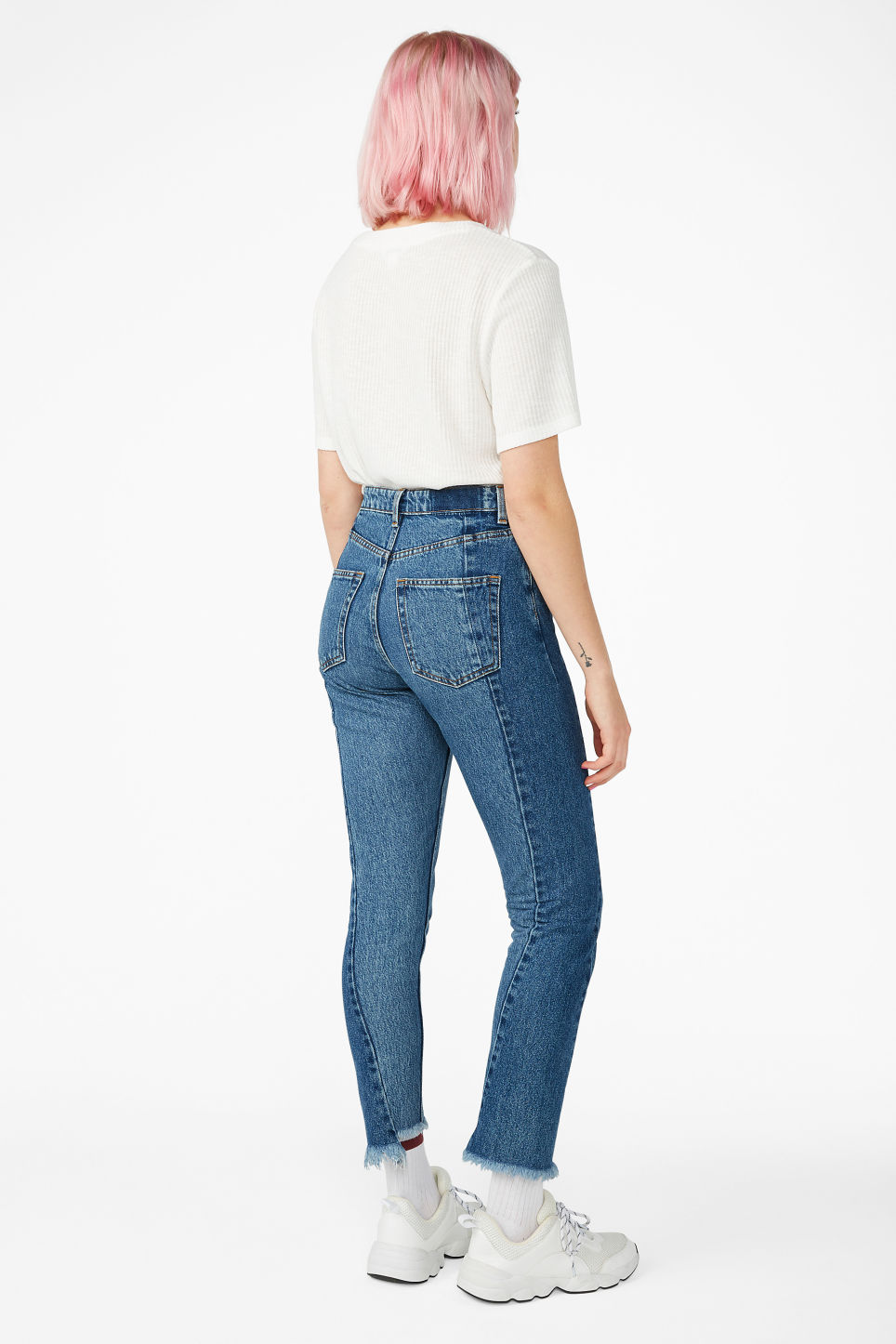 Model back image of Monki kimomo two shaded jeans in blue