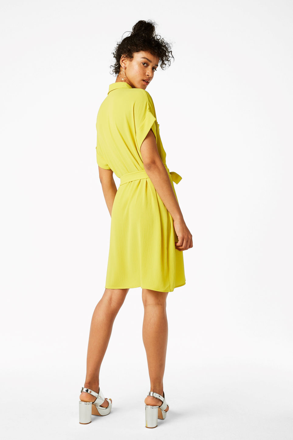 Model back image of Monki tunic shirt dress in yellow