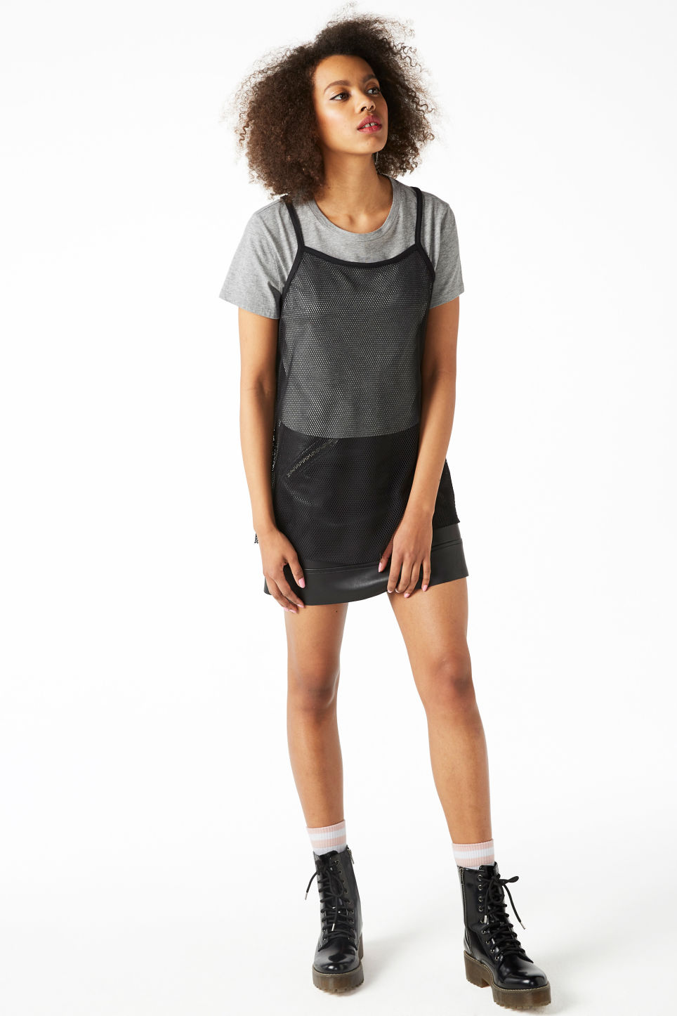 Model front image of Monki fishnet singlet in black