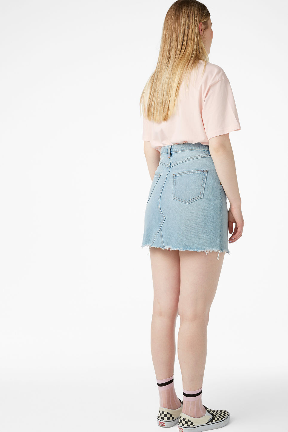 Model back image of Monki frayed hem denim skirt in blue