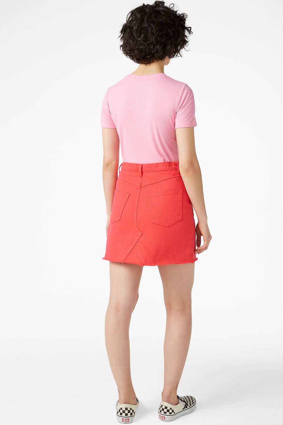 Model back image of Monki frayed hem denim skirt in red