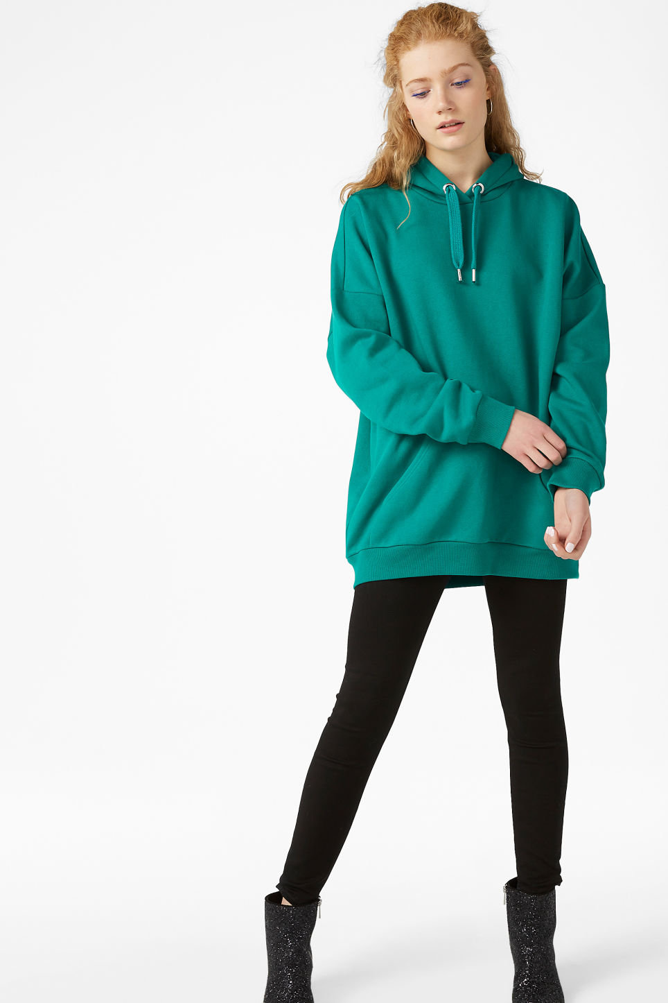 Model front image of Monki oversized hoodie in turquoise