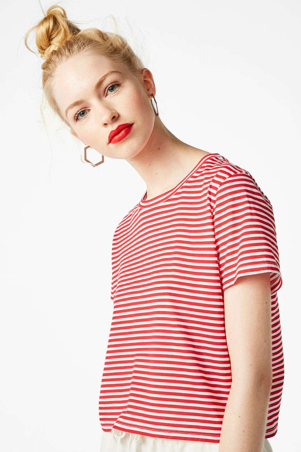 Model front image of Monki cropped tee in red