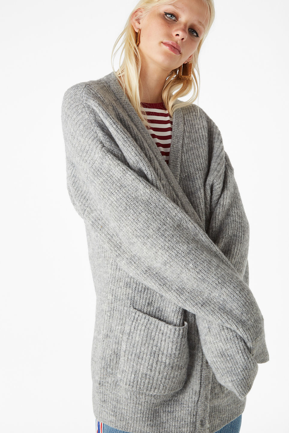 Model front image of Monki oversize cardigan in grey