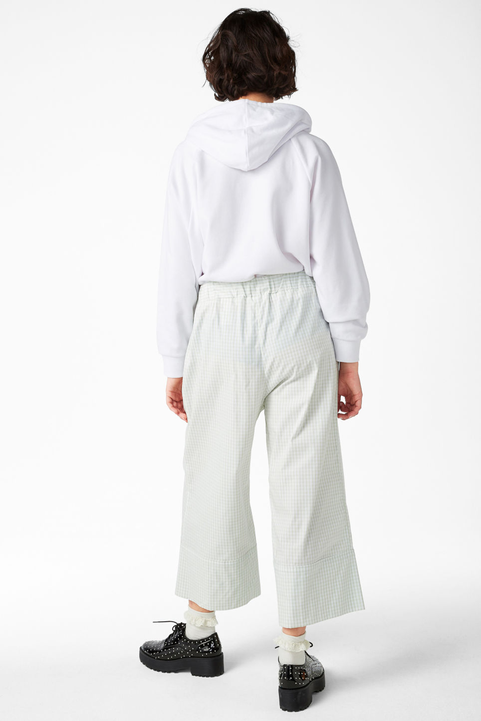Model back image of Monki culottes with paper bag waist in green