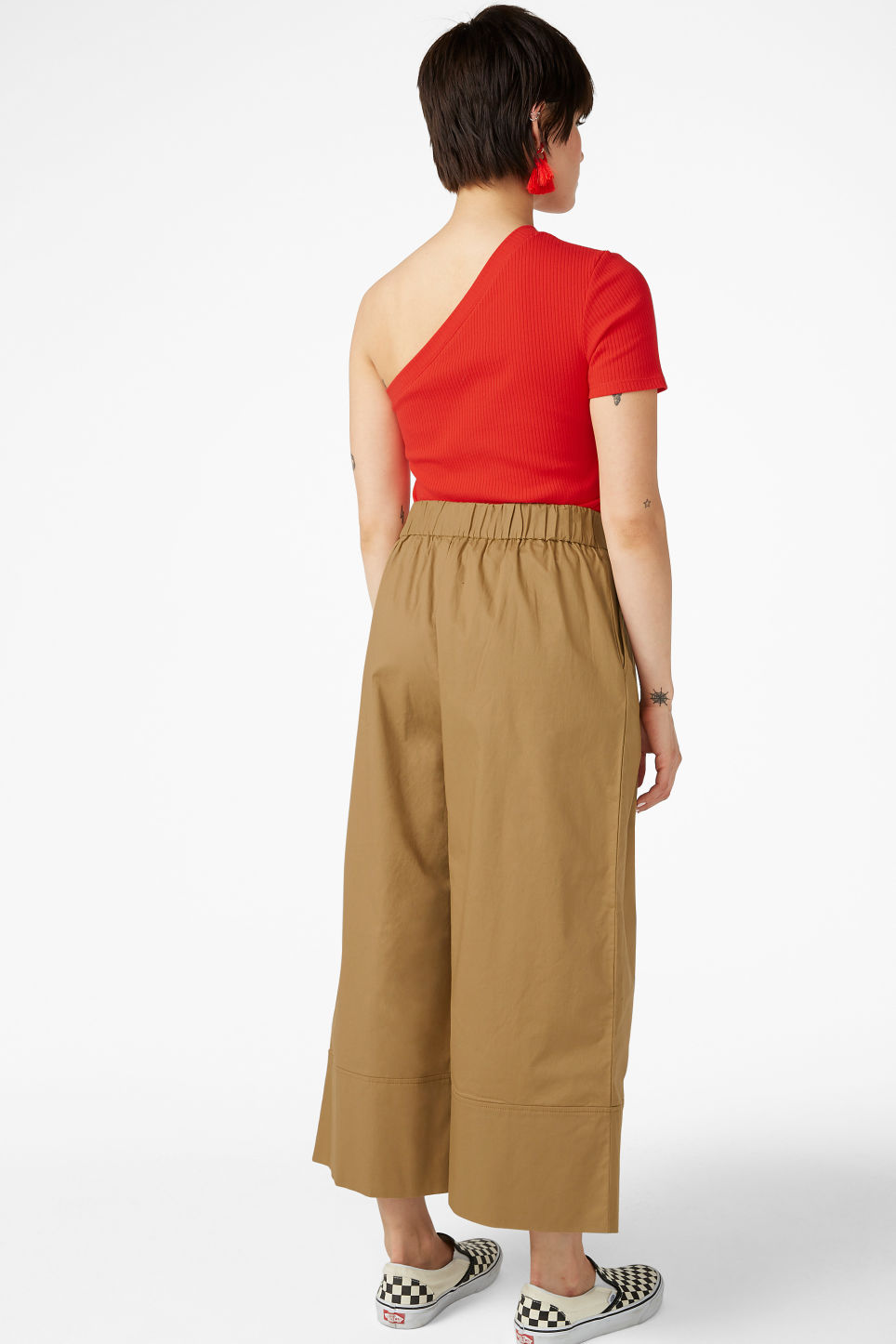 Model back image of Monki culottes with paper bag waist in beige