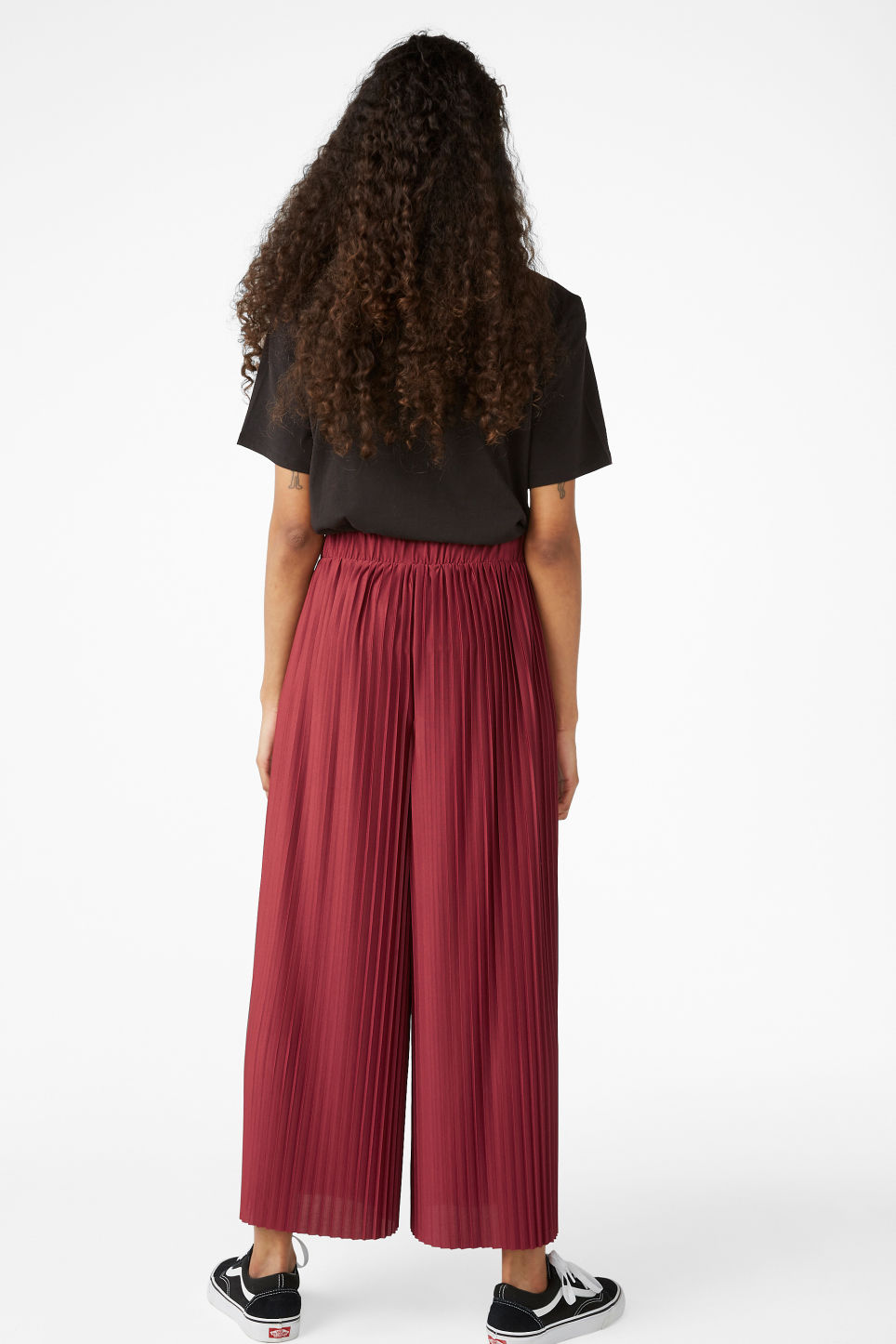 Model back image of Monki wide leg pleated trousers in red
