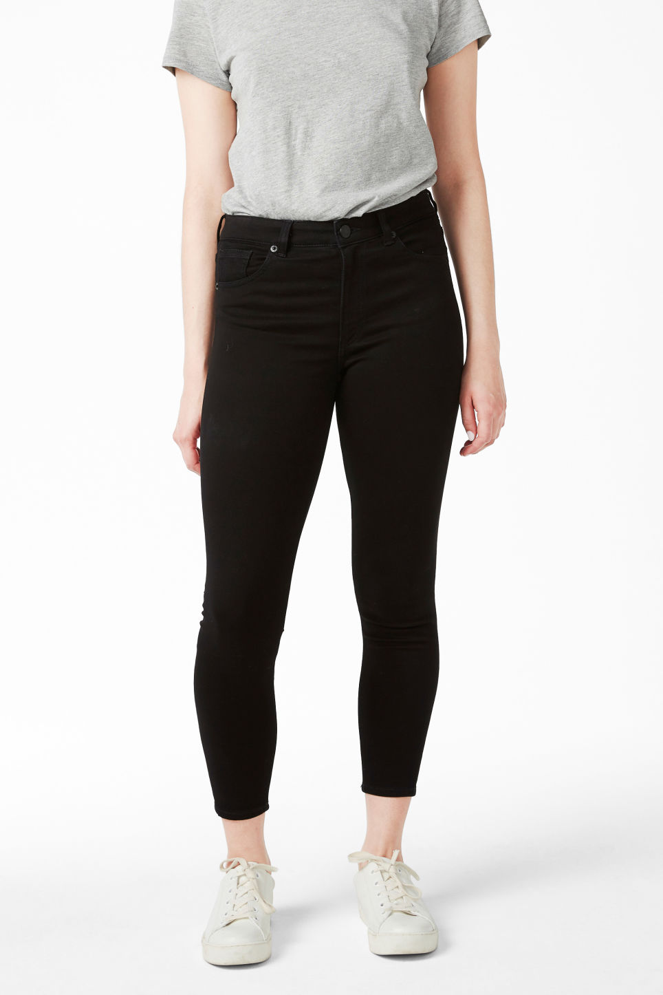Model front image of Monki mocki cropped black deluxe in black