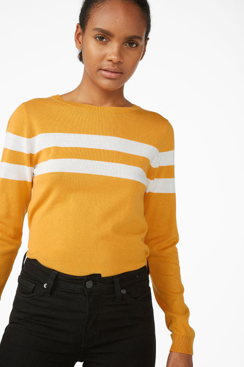 Knitted long-sleeved top