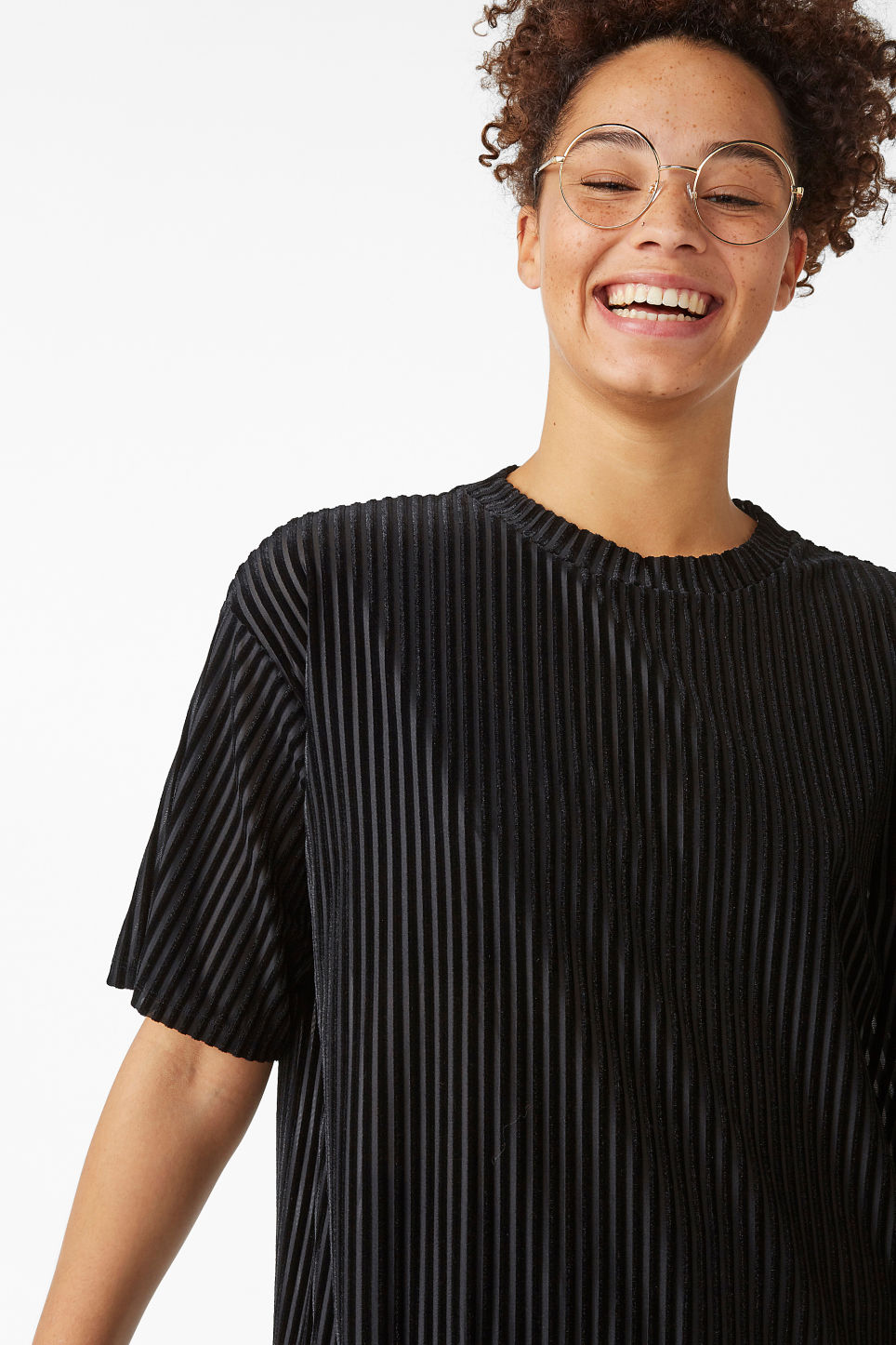 Model front image of Monki velvet tee  in black