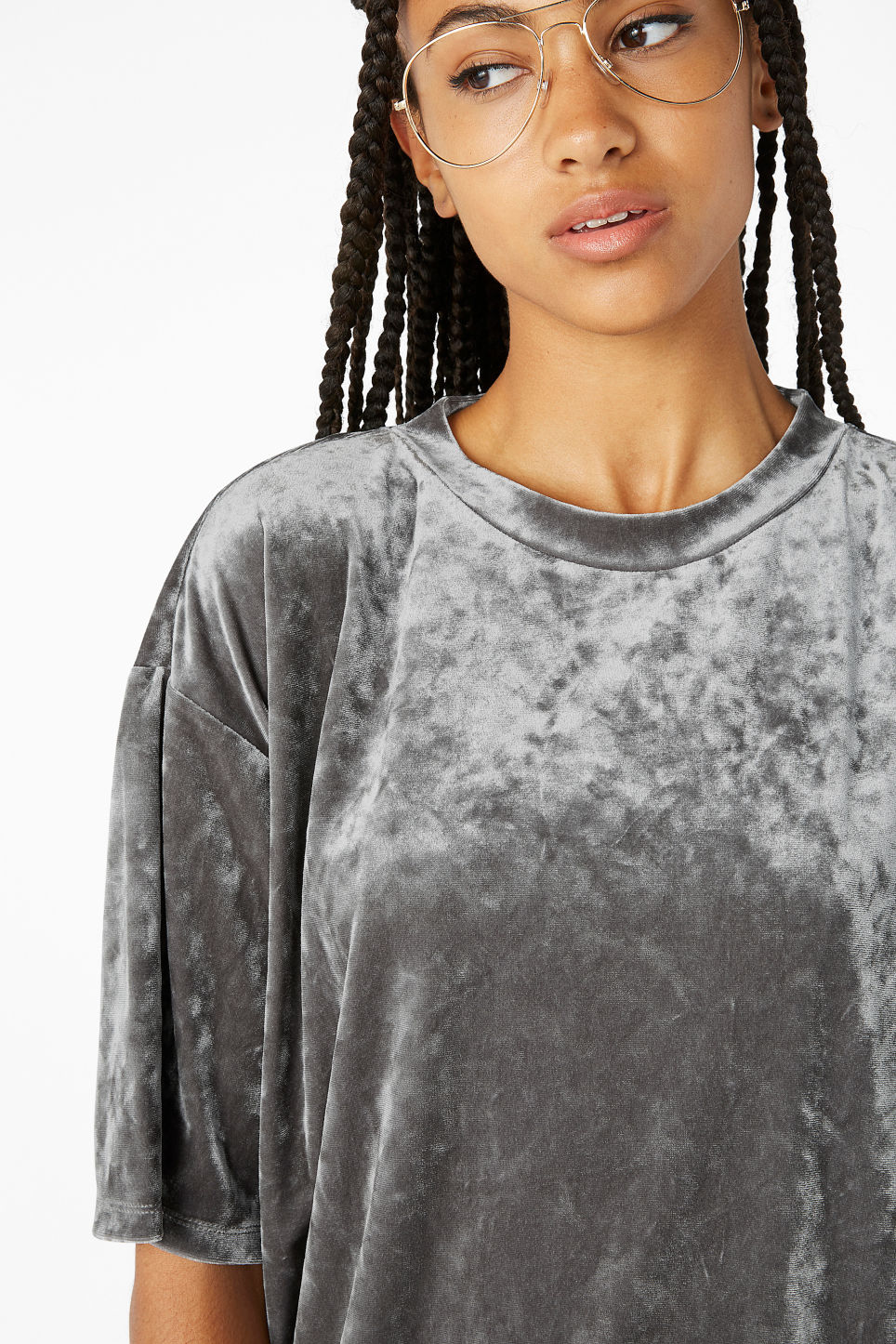 Model front image of Monki velvet tee  in grey