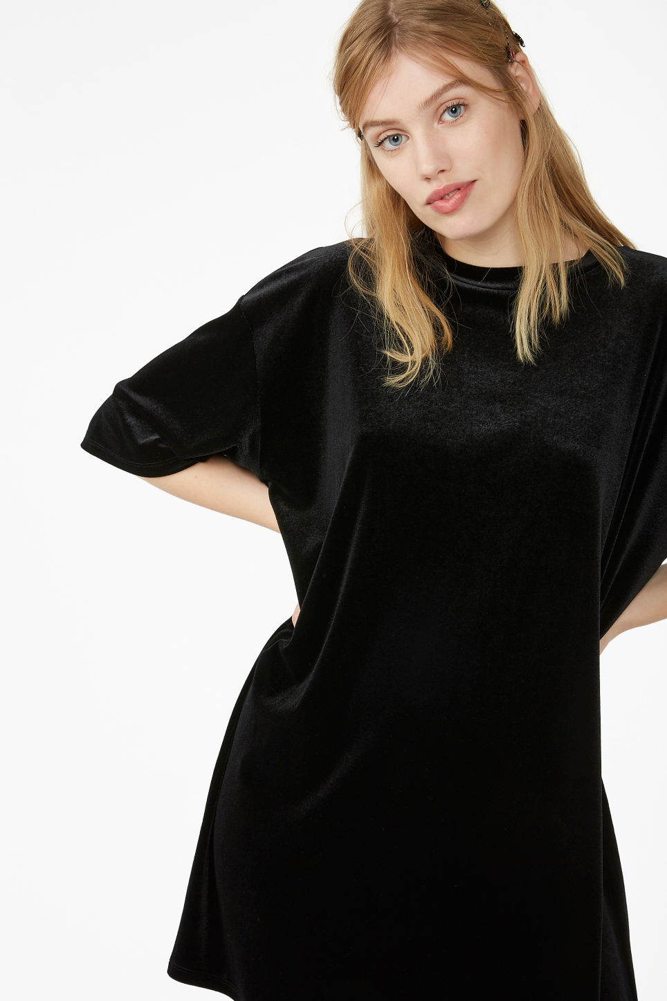 Model front image of Monki oversized velvet top in black