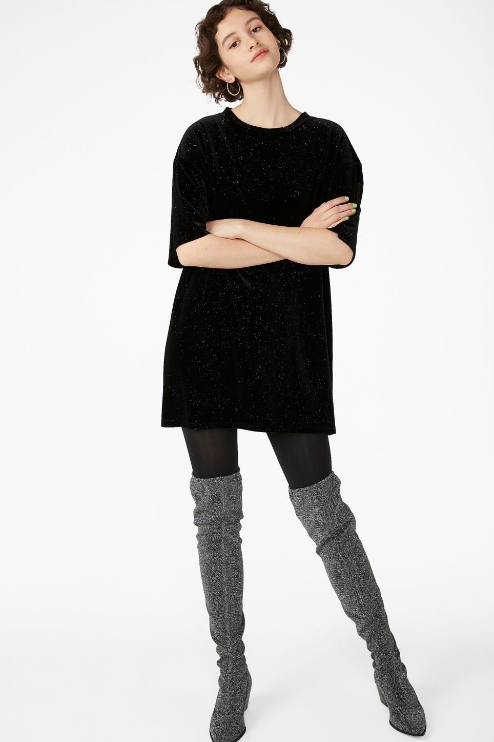 Model front image of Monki oversizes velvet top in black