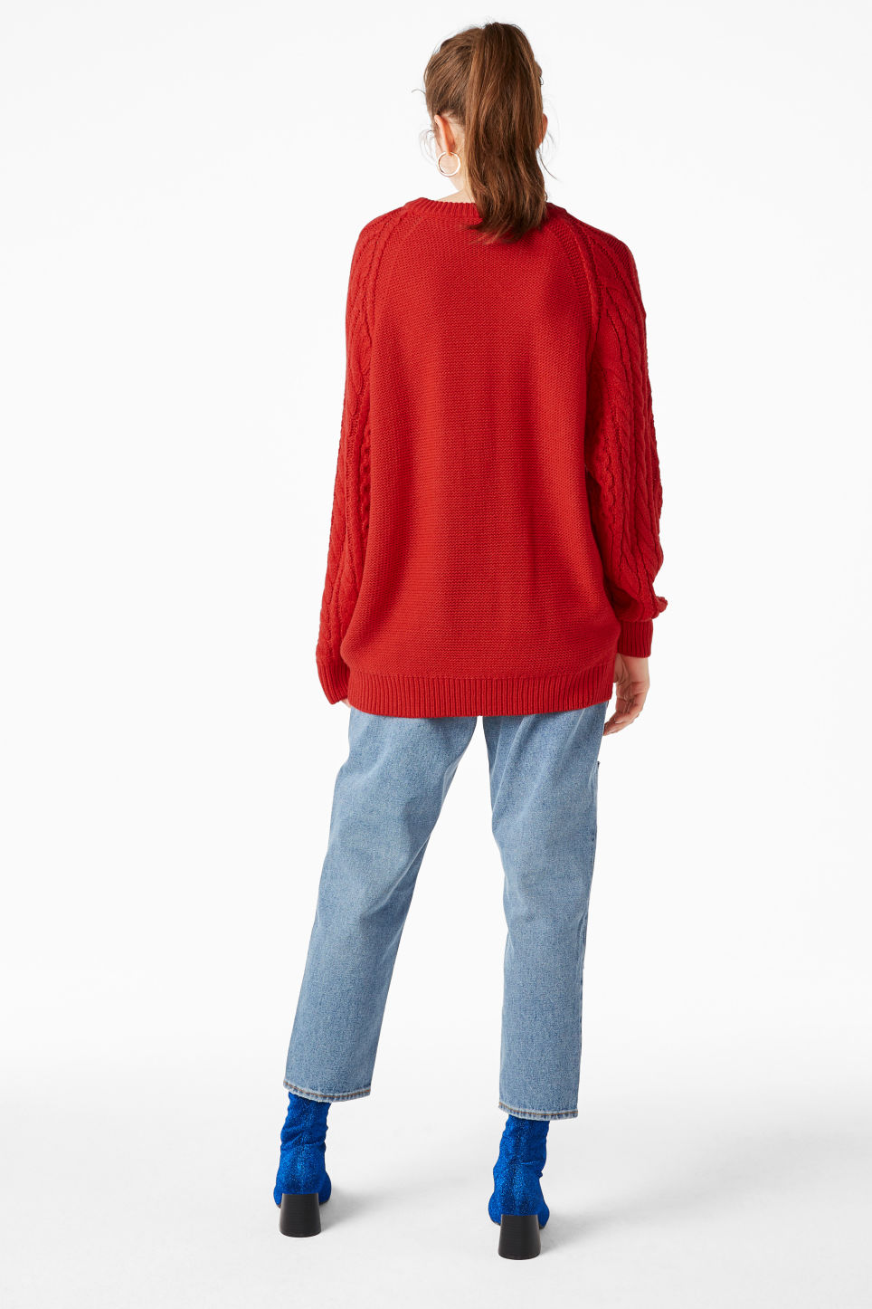 Model back image of Monki oversized knit sweater in red