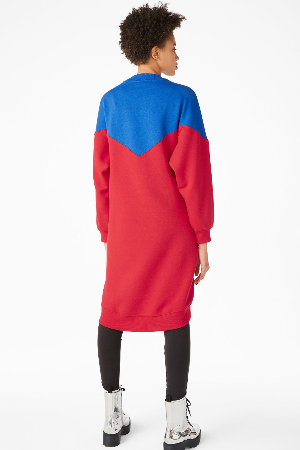 Model back image of Monki oversize sweater dress in red