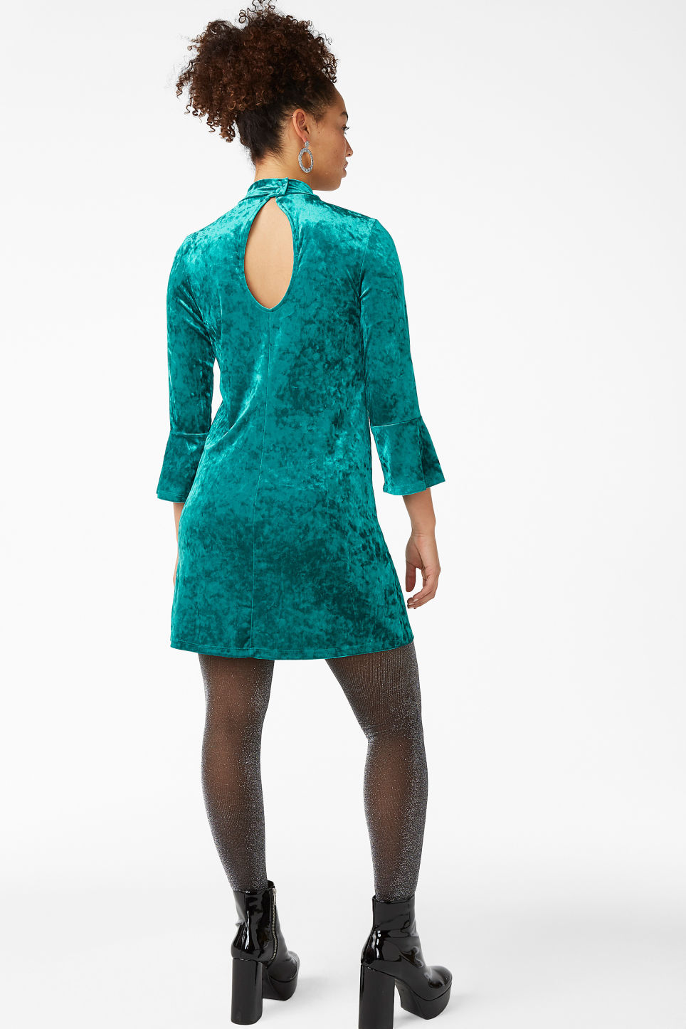 Model back image of Monki high neck velvet dress in turquoise