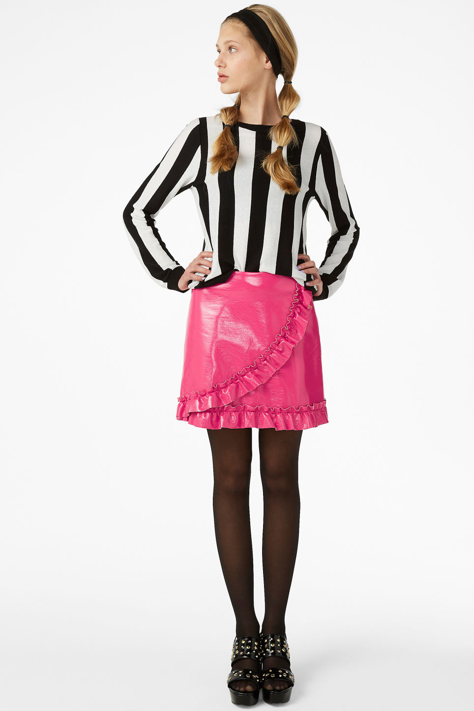 Model front image of Monki mini skirt in pink