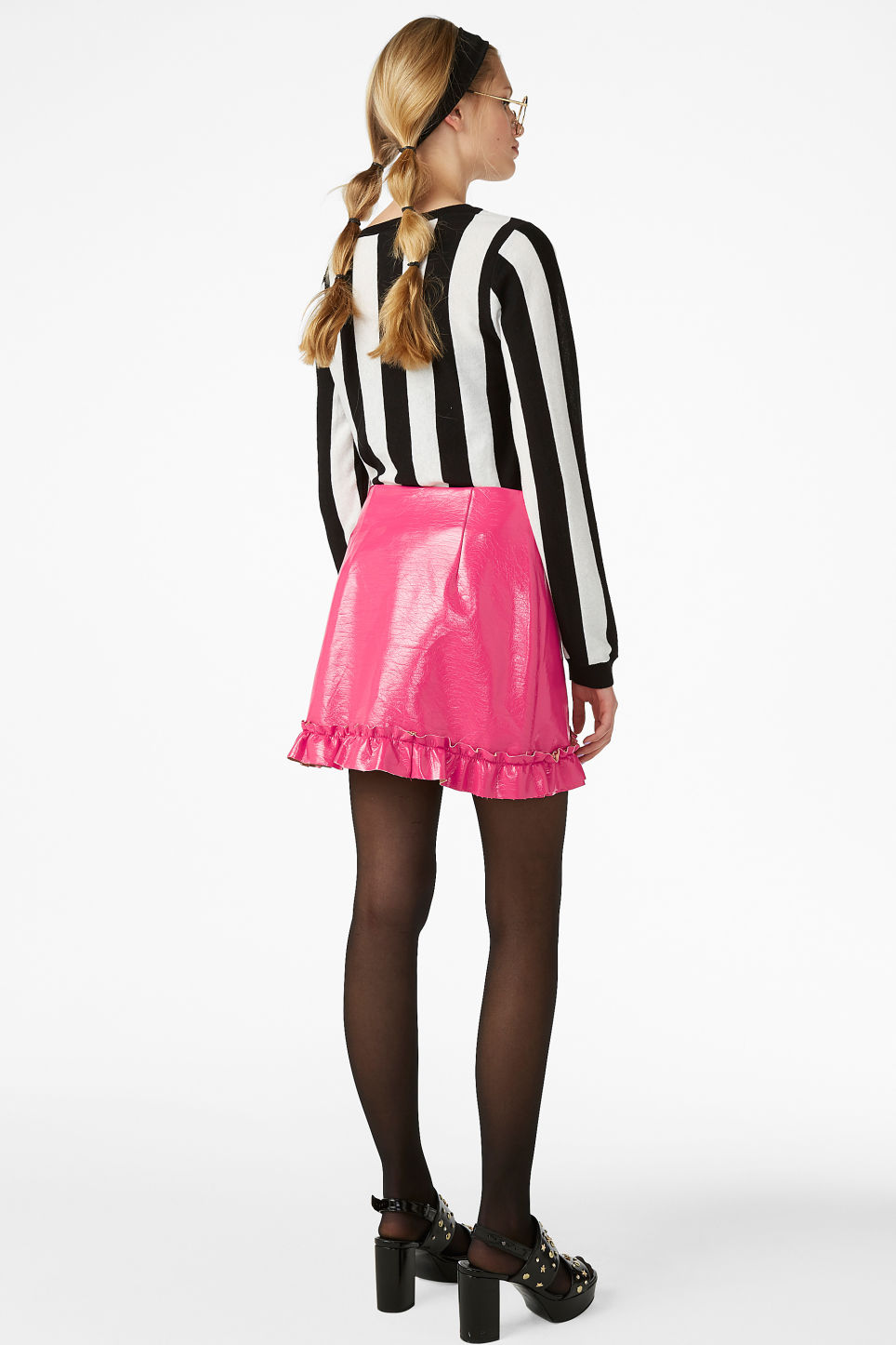 Model back image of Monki mini skirt in pink